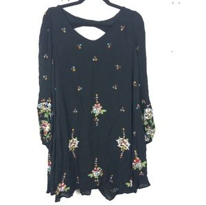 FREE PEOPLE embroidered black tunic length top D11